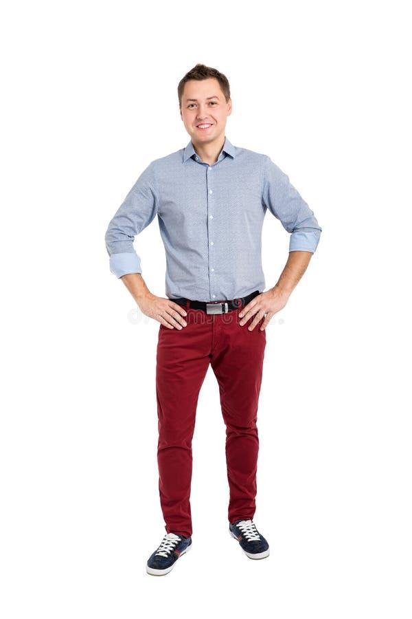 Retrato completo do comprimento do homem novo considerável feliz foto de stock