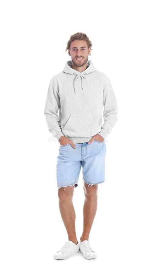 Retrato completo do comprimento do homem na camiseta do hoodie no fundo branco foto de stock