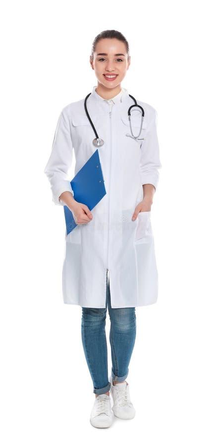 Retrato completo do comprimento do médico com prancheta e estetoscópio imagem de stock royalty free