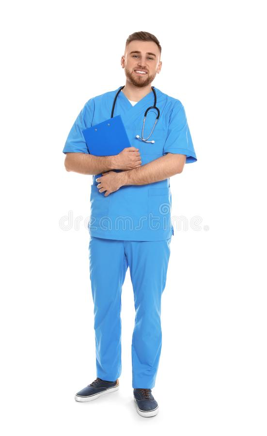 Retrato completo do comprimento do médico com a prancheta e o estetoscópio isolados imagens de stock royalty free