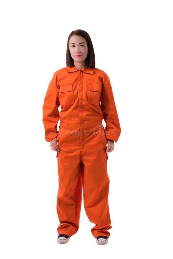 Retrato completo do corpo de um trabalhador de mulher no isolat de Jumpsuit do mecânico fotos de stock royalty free
