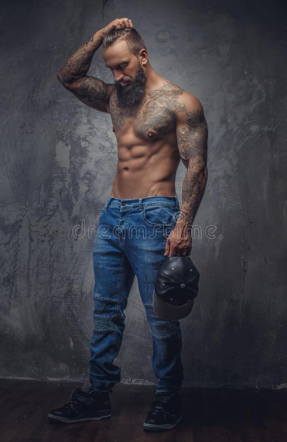 Retrato completo do corpo do homem muscular imagens de stock royalty free