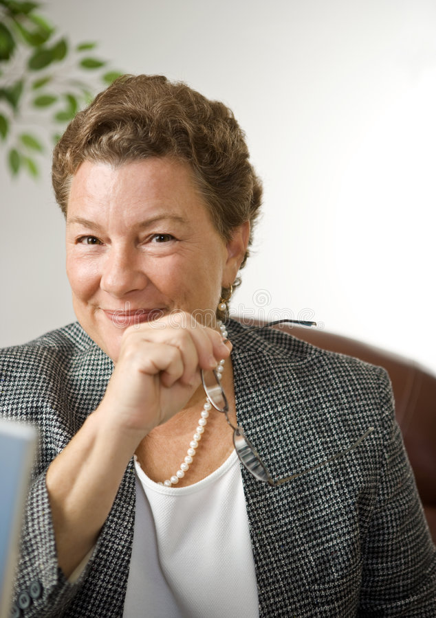 Retrato confiável da mulher de negócios fotos de stock