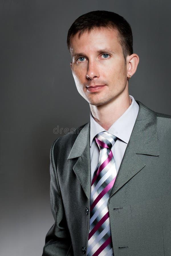 Retrato considerável do homem foto de stock