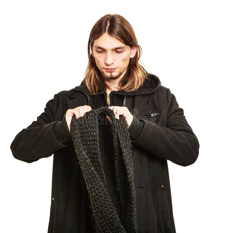 Retrato considerável do homem da forma que veste o revestimento preto fotografia de stock royalty free