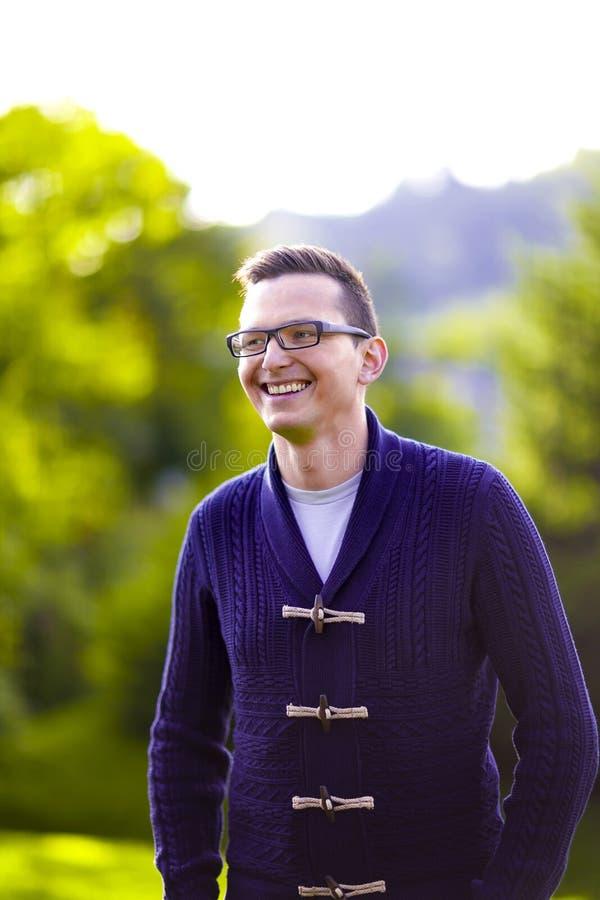 Retrato considerável do homem novo fotografia de stock royalty free