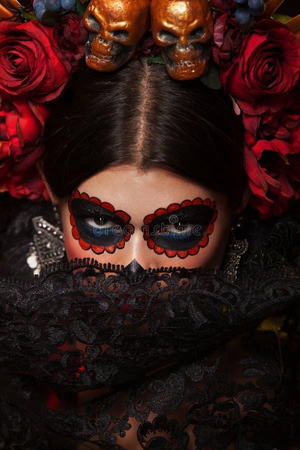 Retrato criativo de Sugar Skull no fundo escuro com copyspa fotos de stock