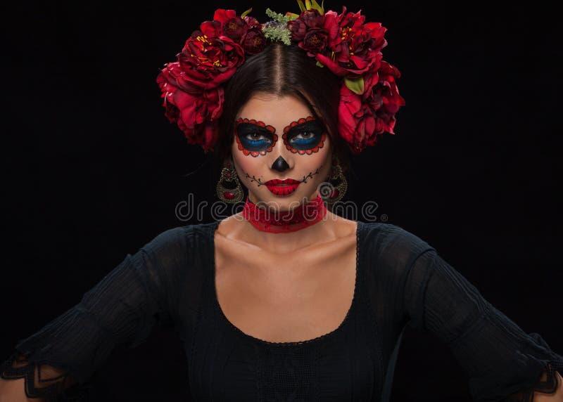 Retrato criativo de Sugar Skull no fundo escuro com copyspa fotografia de stock