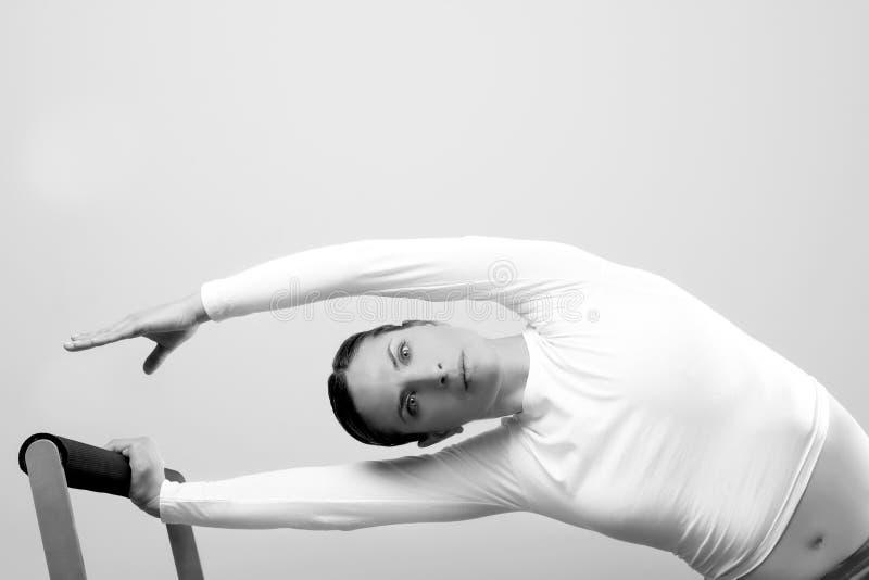 Retrato da aptidão do esporte da mulher de Pilates imagem de stock royalty free