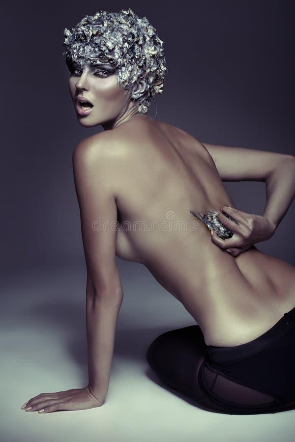 Retrato da arte da mulher despida perigosa foto de stock