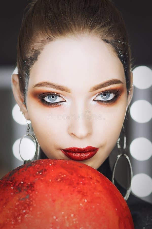 Retrato da arte da forma da menina bonita Mulher do estilo de Vogue hairstyle imagem de stock