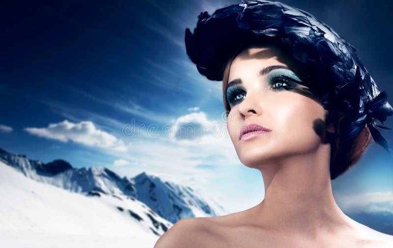 Retrato da beleza bonita no inverno foto de stock royalty free