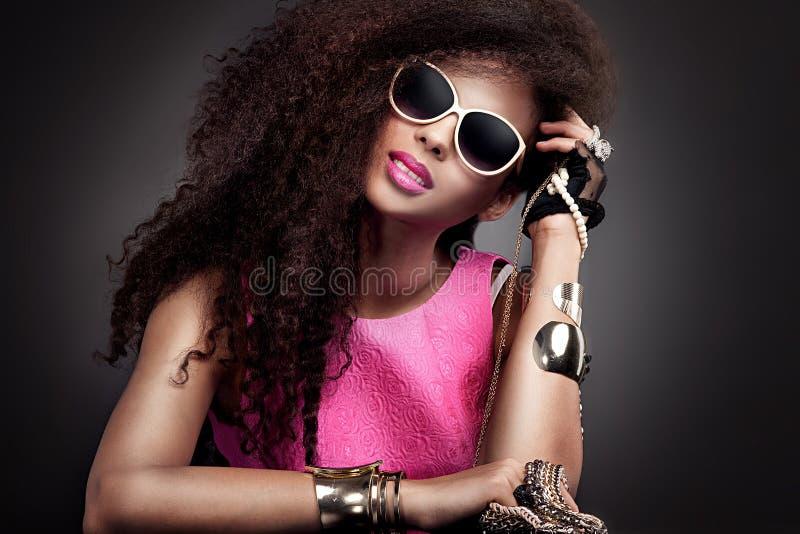 Retrato da beleza da forma da jovem mulher foto de stock royalty free