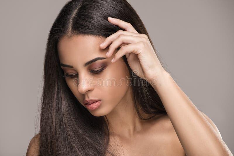 Retrato da beleza da menina africana do encanto imagem de stock royalty free