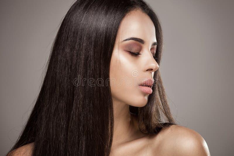 Retrato da beleza da menina africana do encanto foto de stock royalty free