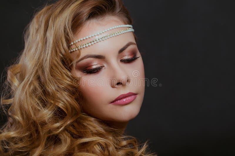 Retrato da beleza da mulher fotografia de stock royalty free