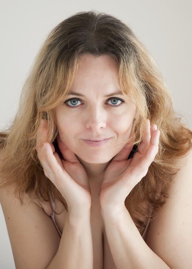 Retrato da beleza da mulher imagens de stock