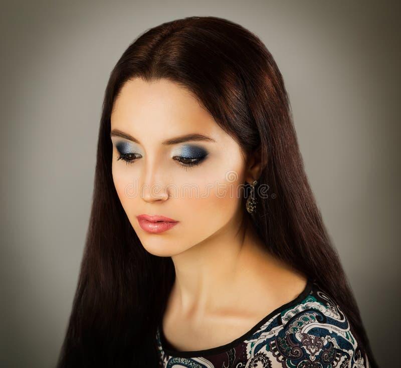 Retrato da beleza da mulher com composição elegante imagem de stock
