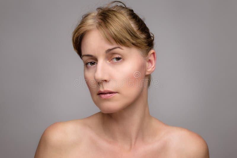 Retrato da beleza da mulher de Matue fotografia de stock royalty free