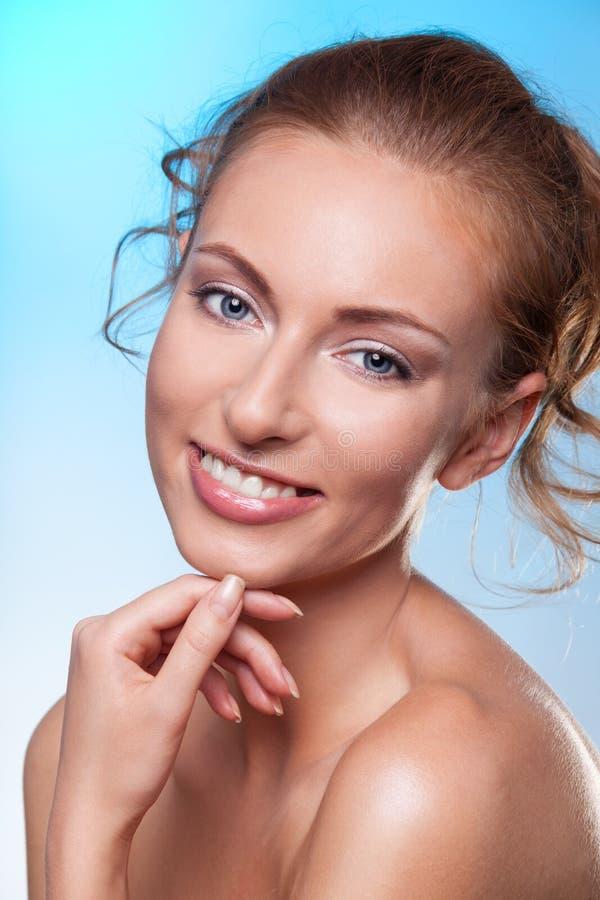 Retrato da beleza da mulher de sorriso imagens de stock