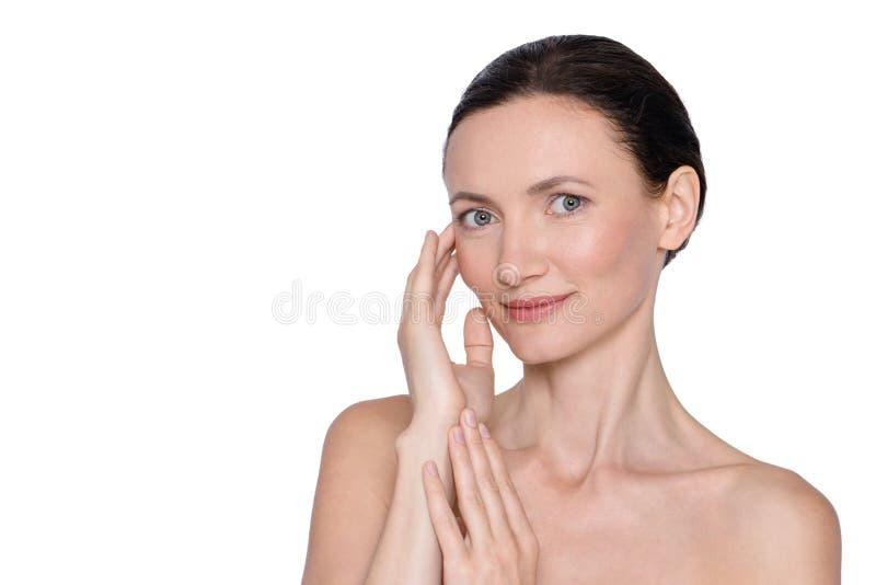 Retrato da beleza da mulher envelhecida meio foto de stock royalty free