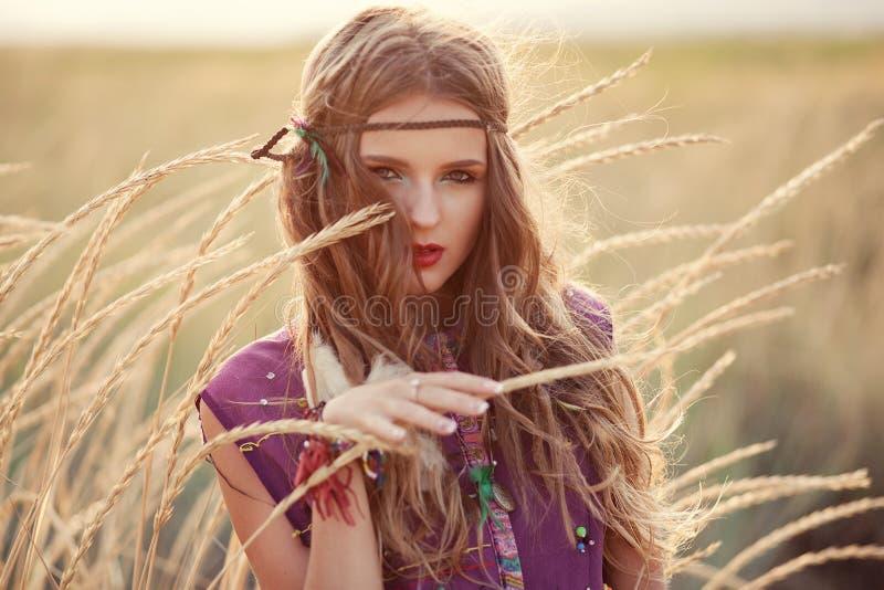 Retrato da beleza da mulher loura nova lindo fora Beautif foto de stock royalty free