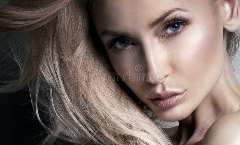 Retrato da beleza da mulher sensual imagens de stock royalty free
