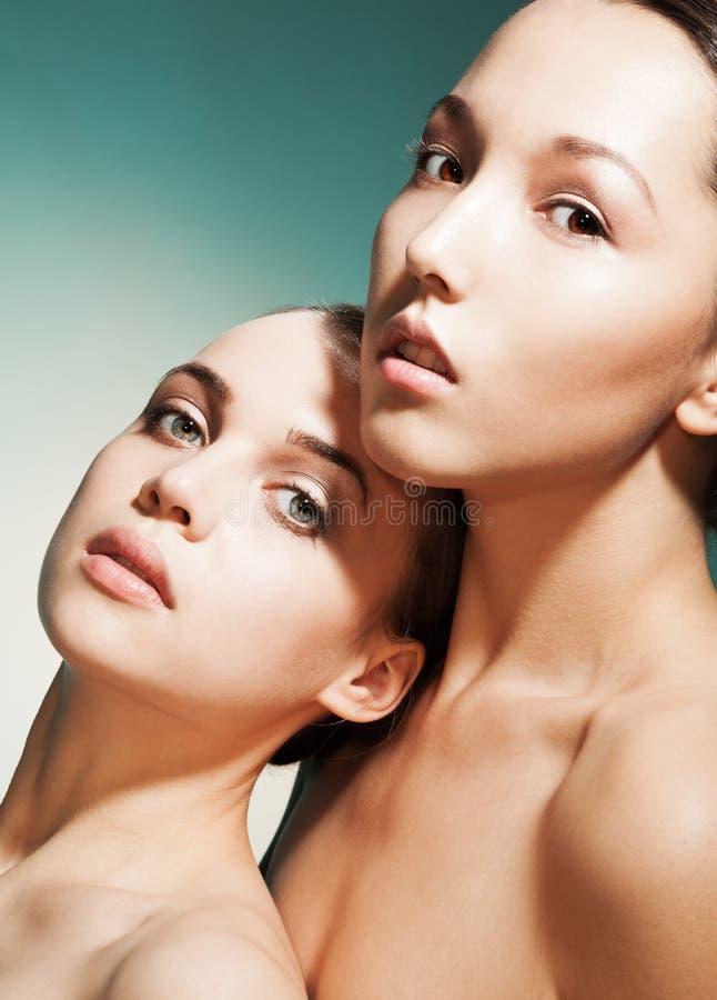 Retrato da beleza de mulheres atrativas imagens de stock royalty free