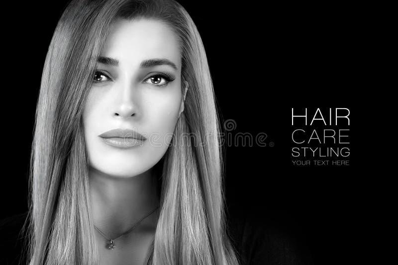 Retrato da beleza de uma jovem mulher com cabelo longo saudável Haircare e produtos do penteado imagens de stock royalty free