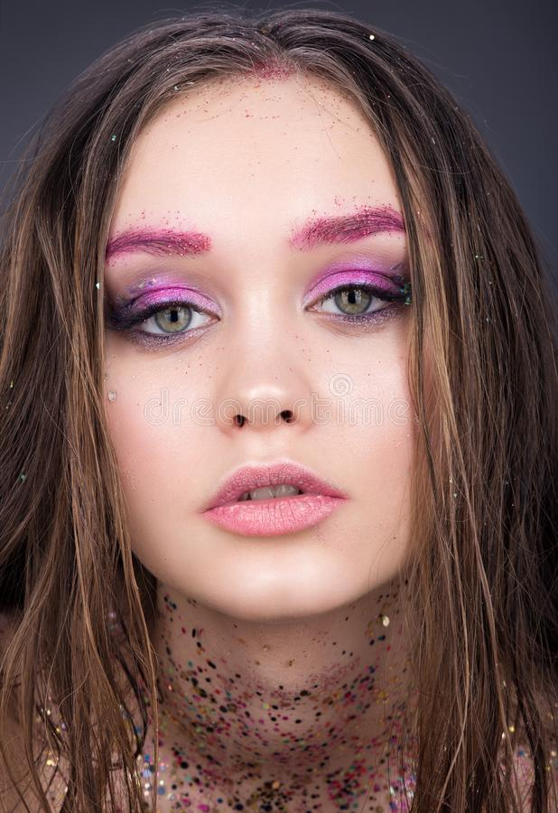 Retrato da beleza do close up do adolescente bonito da menina Composição brilhante com brilho fotografia de stock royalty free