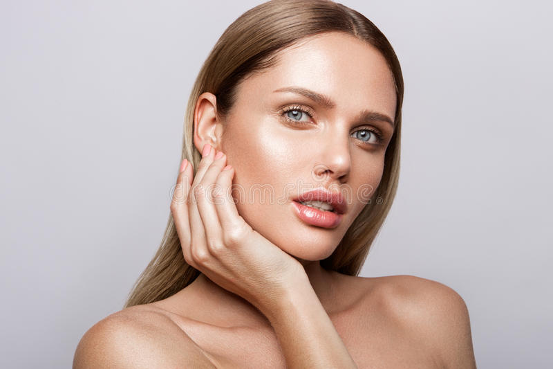 Retrato da beleza do modelo com composição natural fotografia de stock
