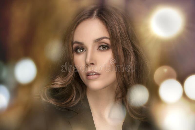 Retrato da beleza da mulher elegante fotografia de stock royalty free