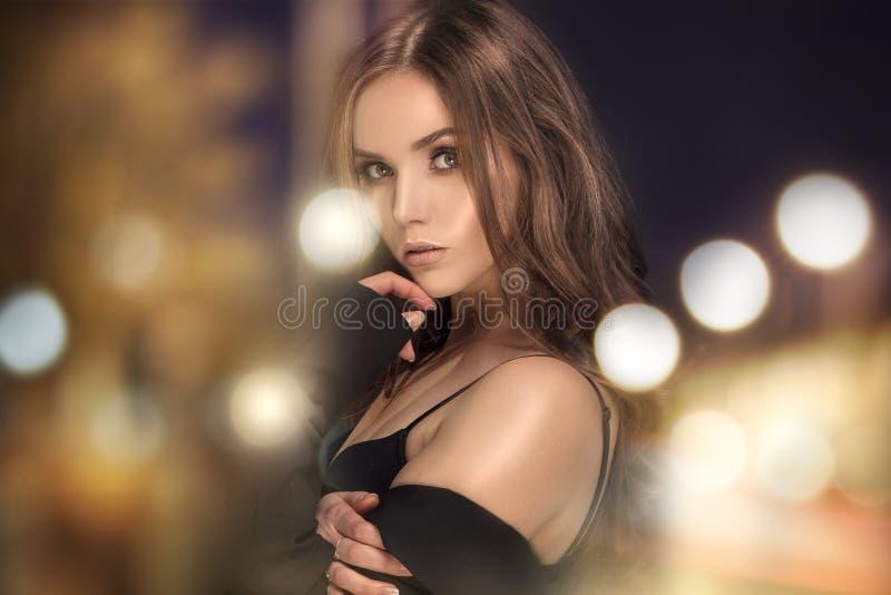 Retrato da beleza da mulher elegante fotografia de stock