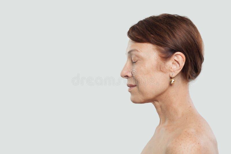 Retrato da beleza da mulher madura fotografia de stock royalty free