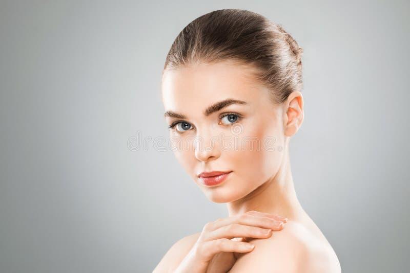 Retrato da cara da mulher da beleza imagens de stock