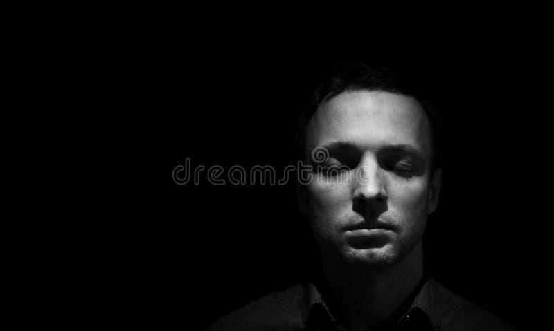 Retrato da cara do homem com olhos fechados foto de stock royalty free