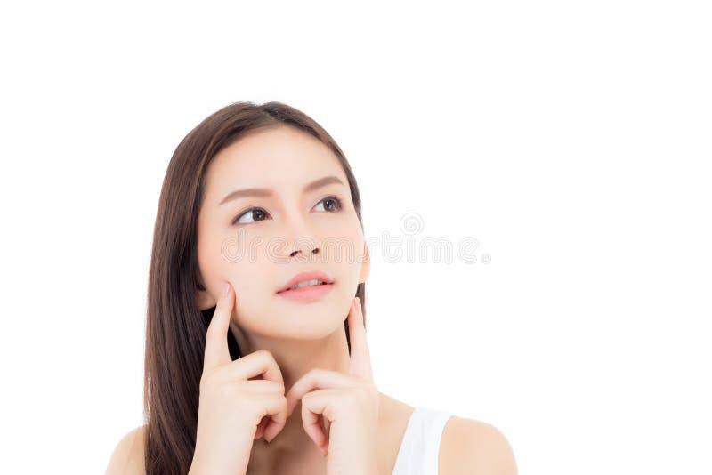 Retrato da composição asiática bonita da mulher do cosmético, do mordente do toque da mão da menina e do sorriso atrativos fotografia de stock royalty free