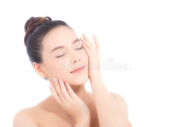 Retrato da composição asiática da mulher bonita do cosmético, do mordente do toque da mão da menina e do sorriso atrativos imagens de stock royalty free
