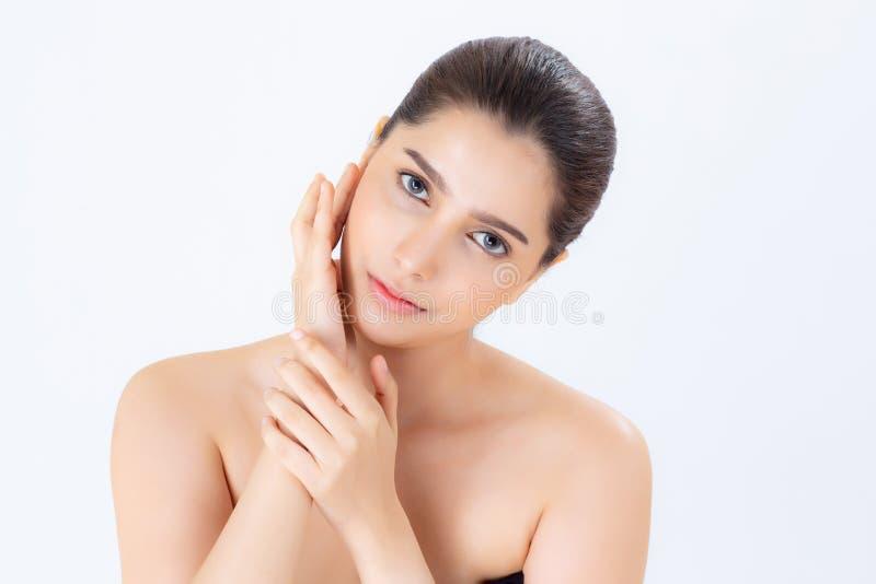 Retrato da composição asiática da mulher bonita do cosmético, do mordente do toque da mão da menina e do sorriso atrativos fotografia de stock