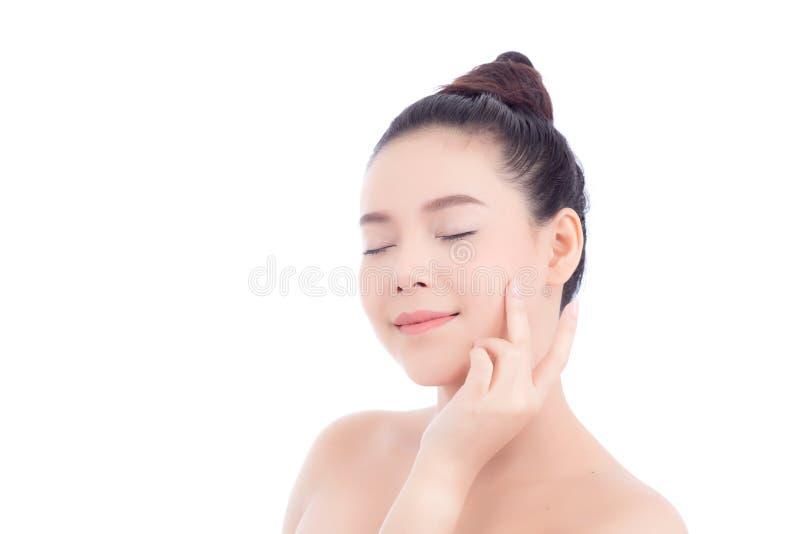 Retrato da composição bonita da mulher do cosmético, do mordente do toque da mão da menina e do sorriso atrativos imagem de stock