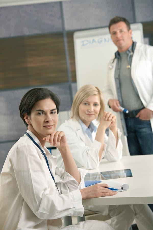 Retrato da consulta da equipa médica fotografia de stock