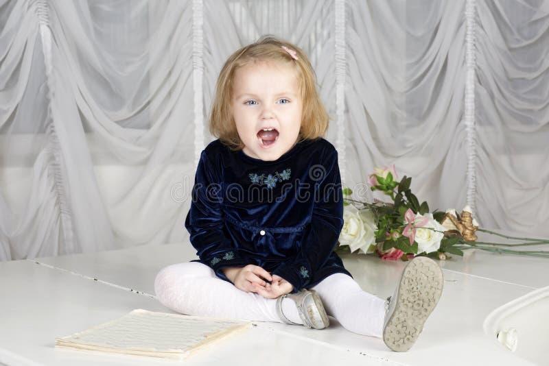 Retrato da criança da criança de dois anos imagem de stock royalty free