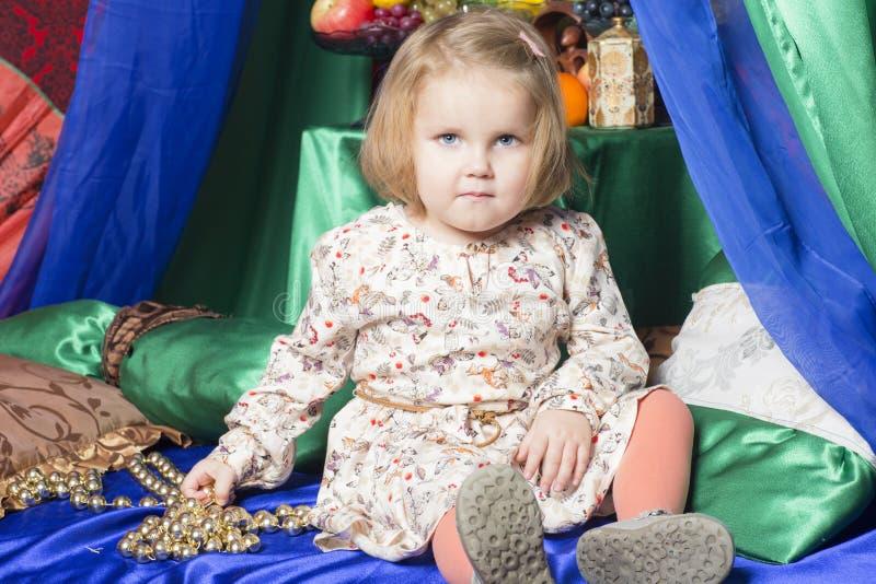 Retrato da criança da criança de dois anos foto de stock royalty free