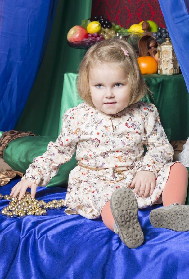 Retrato da criança da criança de dois anos imagem de stock