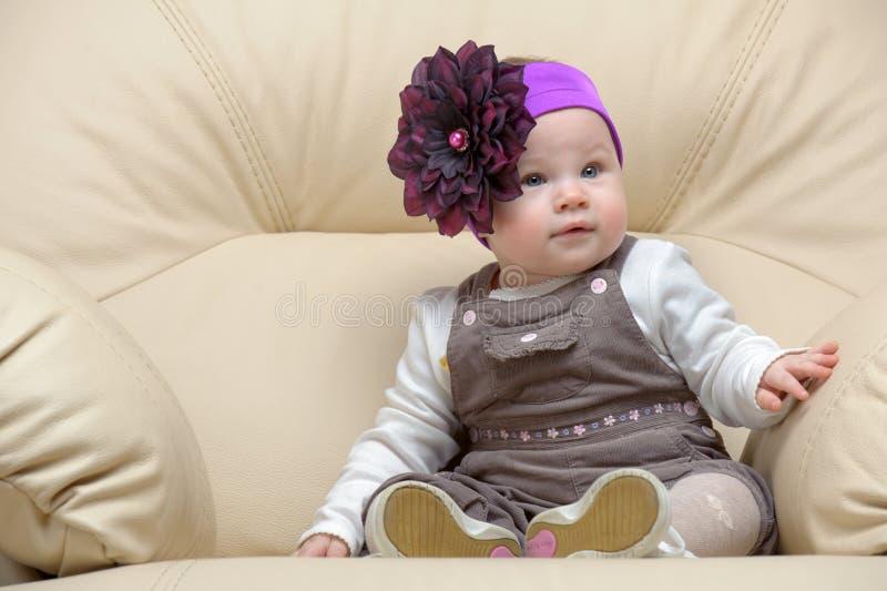 Retrato da criança na cadeira imagem de stock royalty free