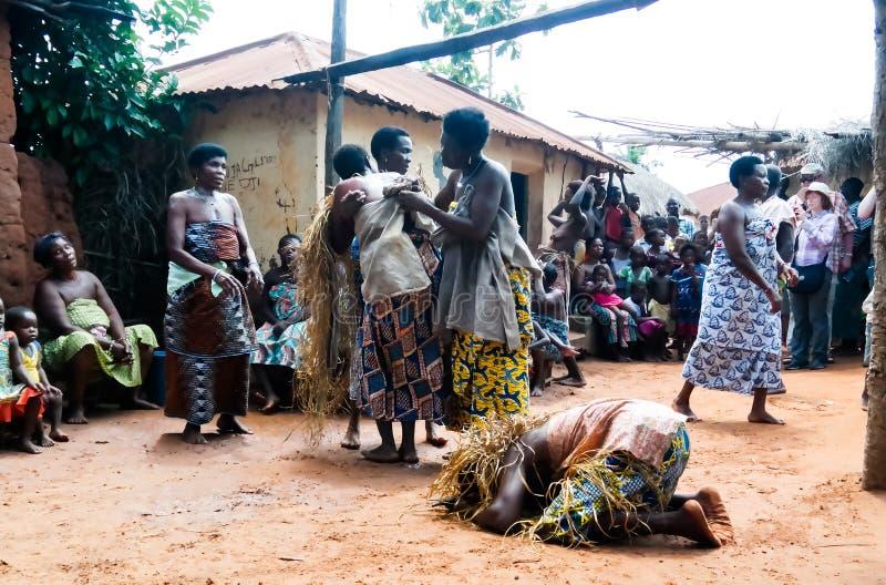 Retrato da dança do woodoo da dança da mulher do Gen da ovelha aka Anfoin, Togo fotografia de stock royalty free