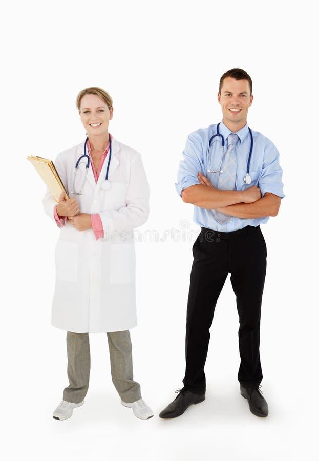 Retrato da equipe de funcionários médica no estúdio imagens de stock royalty free