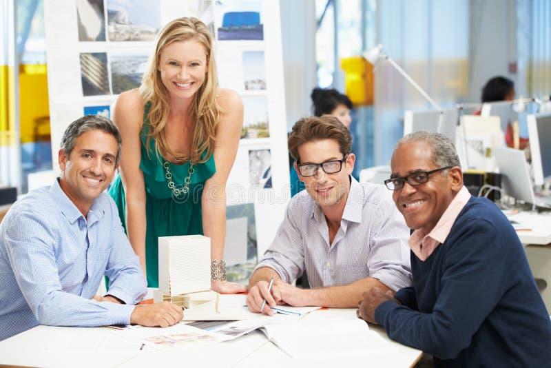 Retrato da equipe no escritório criativo fotografia de stock royalty free