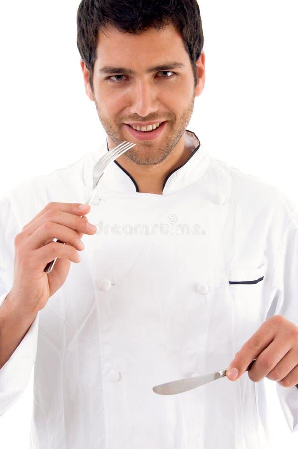 Retrato da exibição masculina nova do cozinheiro chefe foto de stock royalty free