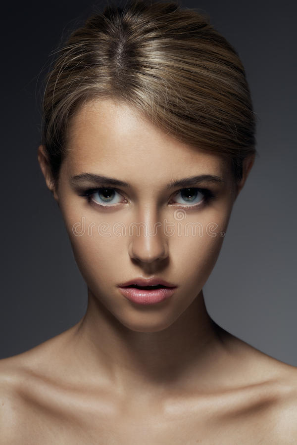 Retrato da fôrma. Cara bonita da mulher fotos de stock royalty free